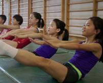 エロ目線で見ないでね!可愛い貧乳ロリ少女達がオリンピック目指して真面目に練習している風景
