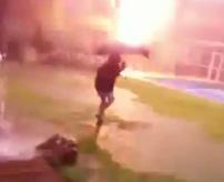 【衝撃】サンダーボルト炸裂!傘をさす少女に襲いかかった一瞬の悪夢...