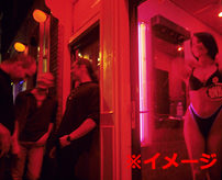 【エロ】「Beeeeep!!」ブザー鳴るわ薄いカーテン越しに他の客待ってるわ、ひたすらせわしいヨーロッパの売春宿事情