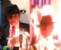 【衝撃】こうなったら自分を燃やしたろ!石炭採掘をめぐりメディア前での抗議方法