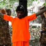 【イスラム国】子供に斧で腕を切断させ、斬首までさせる最新処刑映像