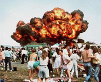 70人の命を奪ったラムシュタイン航空ショー事故のパニック映像...