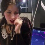 【エロ】リモコンバイブ挿入、スイッチON!!された女の子の街中での表情をご覧くださいw