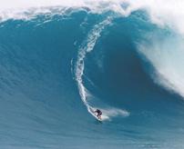 【事故】生か死か...巨大波に挑む危険過ぎる行為に失敗したサーファーの末路...
