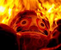 「アチチッ!!」火災現場の中から全身火だるま状態で脱出する瞬間映像