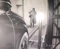 【事故】地下駐車場に迷い込んだ女性、車用ゲートに入り込み…