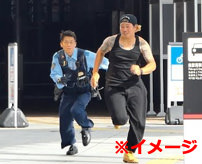 【グロ】警察から必死に逃げてたら箒の上に落ちてキン玉と身体が貫通してしまう...=ブラジル