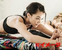 フィットネス中の女性のアキレス腱が切れる音とその瞬間…