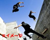 忍者スポーツ「パルクール」失敗して落下、地面に叩きつけられ大怪我をする少年