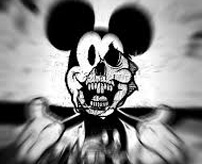 スタッフが挟まれて死亡 暗闇に響く悲鳴…ディズニーランドのミュージカル事故