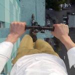 極限のスタントRooftopper(ルーフトッパー) 高層ビルで活動する足元の様子をご覧ください