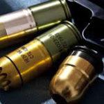 40mmグレネードランチャーを誤射、擲弾筒が手に刺さる