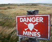 子どもたちが地雷原で遊んでいた結果…