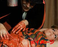 精神病患者が路上で殺人、犠牲者の腹を切り裂いて内臓を引きずり出す
