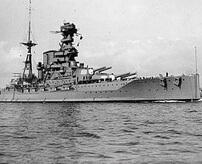 魚雷3本が命中で弾薬庫に誘爆して轟沈、乗員861名が死亡した戦艦バーラムが沈没する瞬間