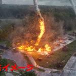 火災旋風 VS 消防隊 ホースを吸い込まれ完全無力化、腹いせに投石で反撃