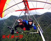 初心者がハングライダーに挑戦 → 離陸直後に安全装具の付け忘れが判明、必死にしがみ付くしかなくなる恐怖のフライト