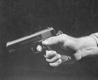 ギャングの銃を盗んで売ろうとした少年(13歳)、追手に見つかり無慈悲に処刑される…