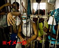 生首持ってウェーイ → 地面に置いて刺しまくり → みんなでウェーイ カオス過ぎるブラジル刑務所映像はこちら…