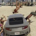 リアルGTAで車で人を轢きながら歩道を走行したドラレコ映像