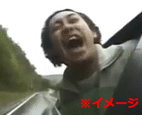 乗り物から顔出し厳禁!走行中のバスから顔を出していた乗客の頭がもげる