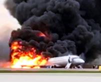 飛行中の旅客機に雷が直撃、炎上したまま滑走路走行で41人が死亡
