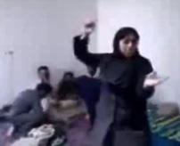 うえーいwwwご機嫌で踊っていた女さん、友人たちにレイプされた上に殺される…尚、犯人たちも絞首刑に