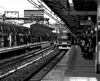 自殺志願者「電車なら即死できるやろ…」 → 一瞬で死ぬのに失敗した自殺の瞬間