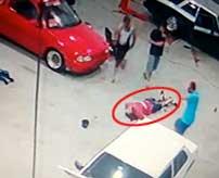 運が悪すぎた不慮の事故…車の整備を行っていたメカニックの首に吹っ飛んだ部品が命中して死亡