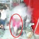 メカニックが作業中に目の前のタイヤが爆発!吹っ飛んだ男性の肉片が監視カメラに直撃…