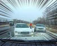 これが冬のロシアの恐ろしさ!道路で滑りすぎて次々と突っ込んでくる車たち