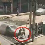 3人の母娘を突如襲った悲劇の瞬間…猛スピードで歩道に突っ込んできた車に3人まとめて吹っ飛ばされる…
