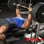 80kgのバーベルが勢いよく胸に落下!→1度立ち上がるもその後間もなく死亡…