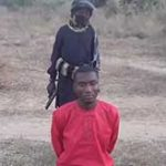 超危険な過激派テロ組織ISIS、捕まえたキリスト教徒を子供に処刑させる…