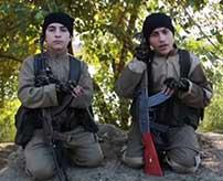 イスラム国の少年兵、爆弾が大量に積まれた車に乗り込み笑顔で自爆テロへ向かう…