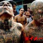 全裸にした男性二人を笑いながら死ぬまでぶっ叩く危険集団!麻薬カルテルに捕まった盗人たちの末路がコチラ…