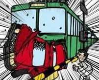 スピードを出しすぎたトラックが踏切の遮断機を破壊して線路に侵入→ドンピシャで走ってきた列車にもってかれる…