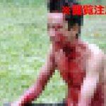 母親をレンガで殴り殺した息子、民衆の目の前で自分の喉を切り裂いて自殺…