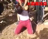 【閲覧注意】泣き叫ぶ女性の両腕を切断した後斬首…直視するのがキツすぎる麻薬カルテルの処刑映像