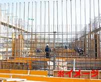 【ダーウィン賞】巨大な鉄筋が組まれた建物をアスレチック感覚で登っていた男性が落下死する瞬間がコチラ…