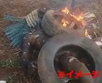 相手が少年でも容赦なし…アフリカの村で行われた私刑がコチラ…