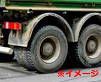 大型トラックのタイヤに圧し潰されて色々出ちゃってる死体…